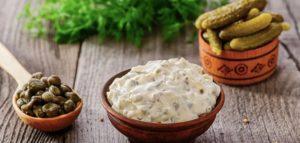 Соус для картошки по-деревенски с соленым огурцом